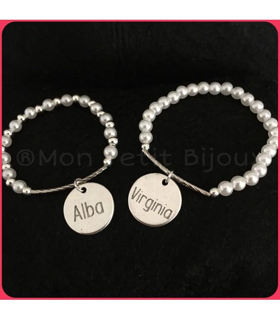 Pulsera perlas semirígida con placa grabada